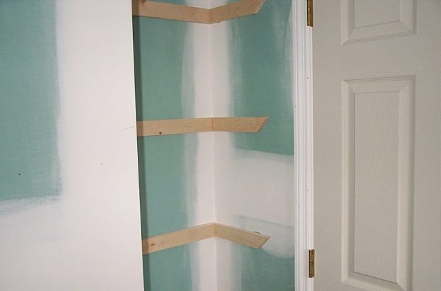 We didn't want a door on the linen closet, the space was too small for another door there.